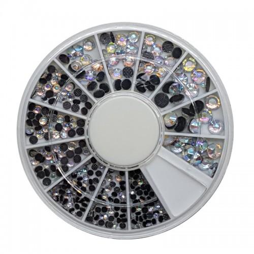 Diamants à facette transparents irisés de différentes tailles