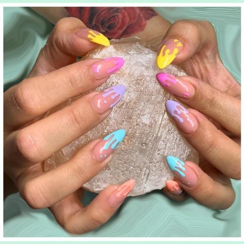 Un Nail-Art coloré pour vos vacances été ? 🏖 Osez et laissez votre imagination s'envoler ☝  Produits utilisés :  Réf. GE75 Réf. VP042 Réf. VP019-01 Réf. VP023-05 Réf. VP051-01 Réf. VP008-02  Toute l'équipe CNAILPRO vous souhaite un excellent week-end ☀️  #cnailpro #naildesigns #couleurété #gelnail #nailsinspirations