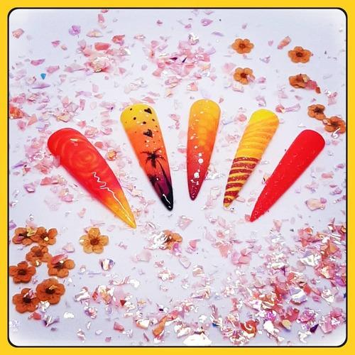 ☀️ Pas d'idée pour vos ongles d'été ? ☀️  Nous vous laissons une petite création pour vous inspiré.